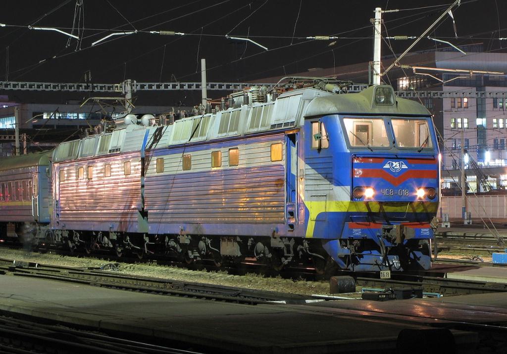 """""""Укрзалізниця"""" призначила додаткові поїзди на великодні та травневі свята"""