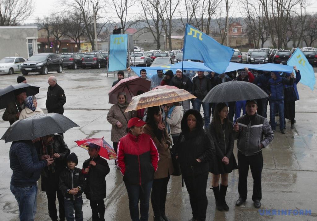Люди у масках затримали 35 кримських татар в окупованому Криму