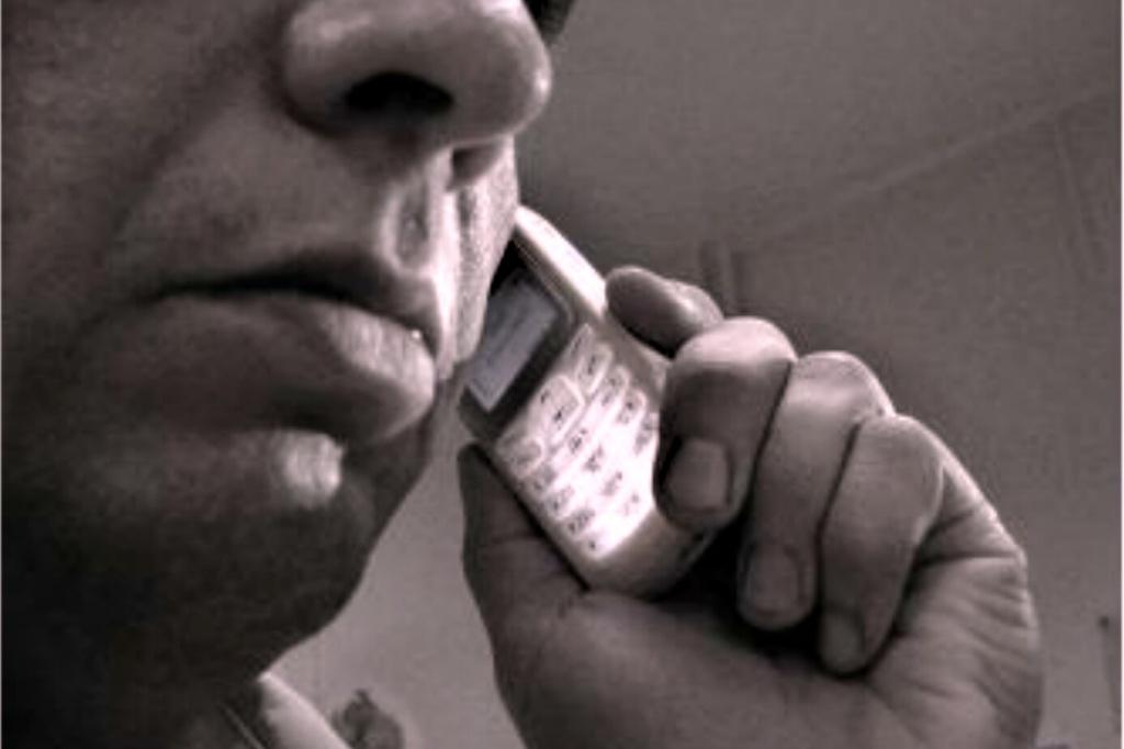 Аферисти телефонують від імені працівників податкової