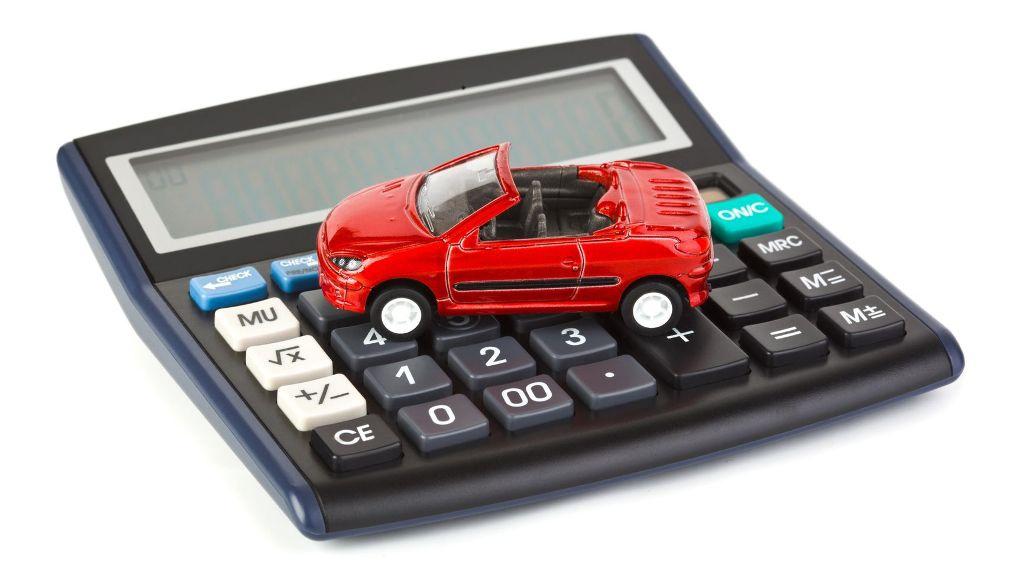 Автомобіль фізичної особи «досягнув» п'ятирічного віку. Чи є податок?