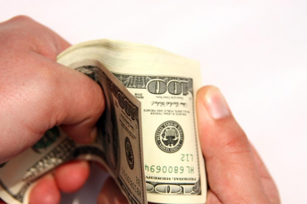 Коли субсидії видаватимуть готівкою