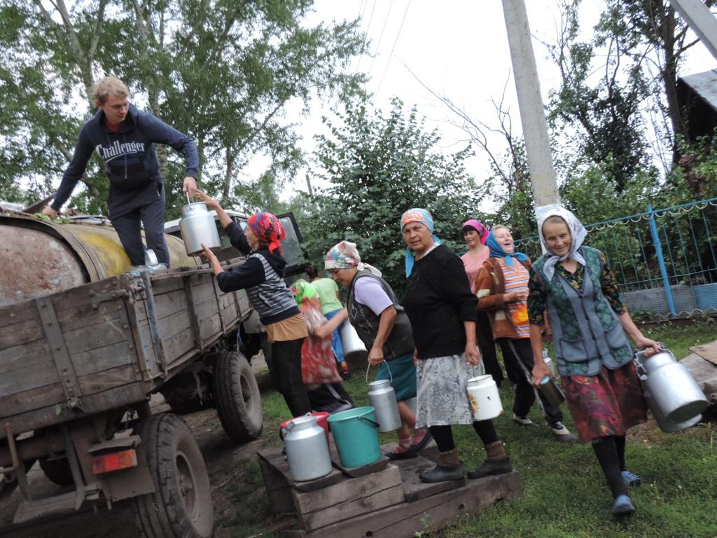 Молоко із селянських дворів