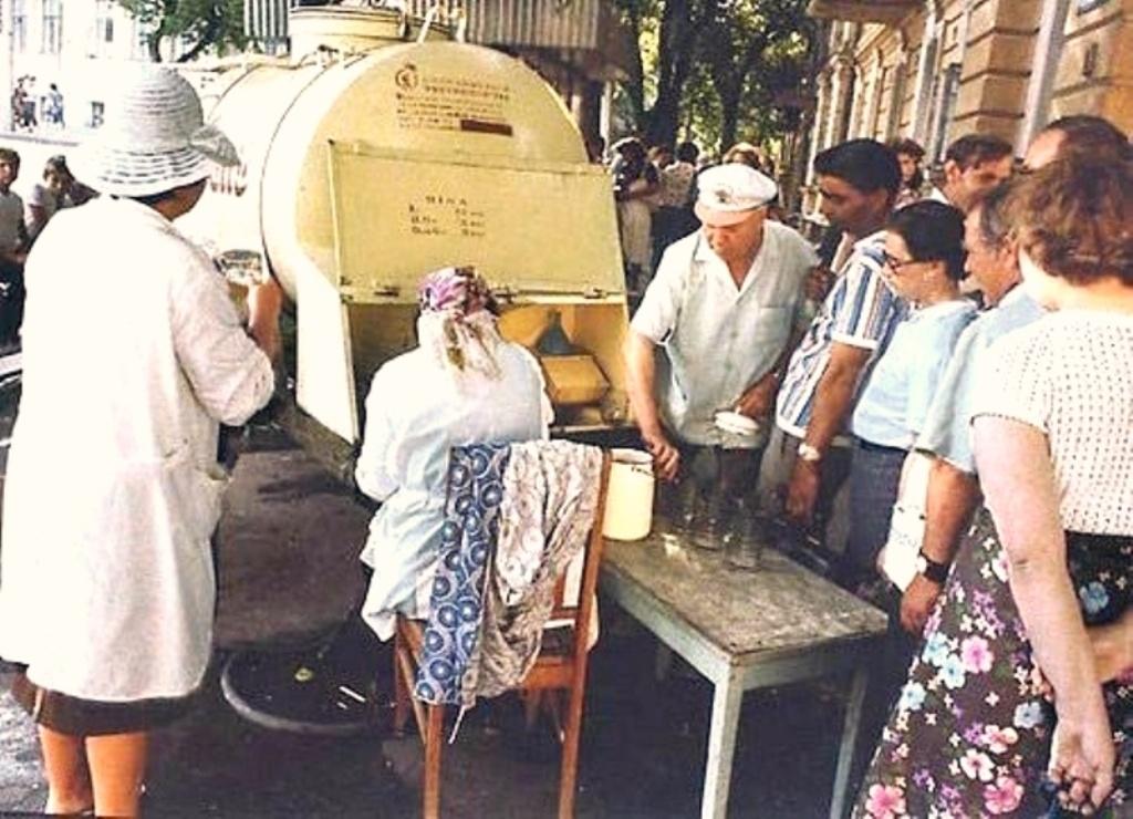 Як у Тернополі сметану на вулицю виливали (міські історії)
