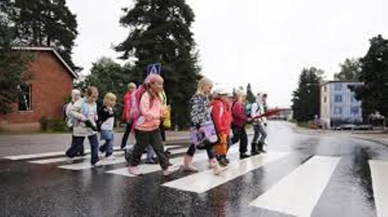 На відремонтованій дорозі на Бучаччині тепер граються діти
