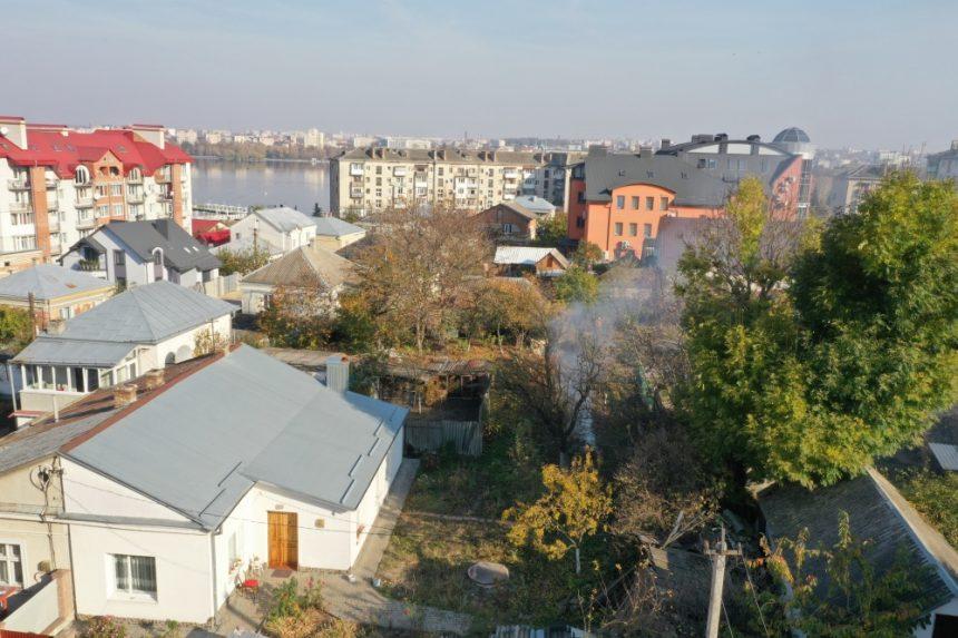 У Тернополі факти спалювання сухого листя відтепер фіксують за допомогою квадрокоптера