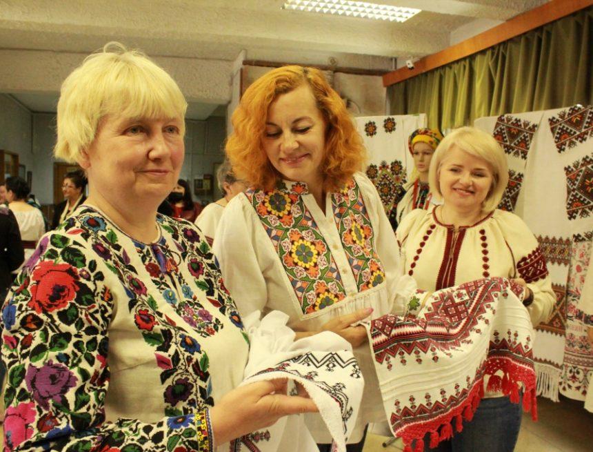 Тернопільщина вишиває рушник до Дня Незалежності